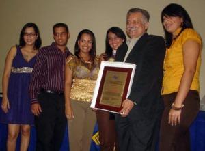 Ing. Carlos Pietri, Padrino General, recibe su galardón
